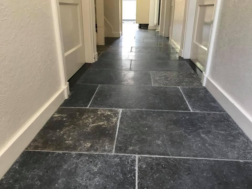Verouderd hardstenen vloer | de Haan Natuursteen