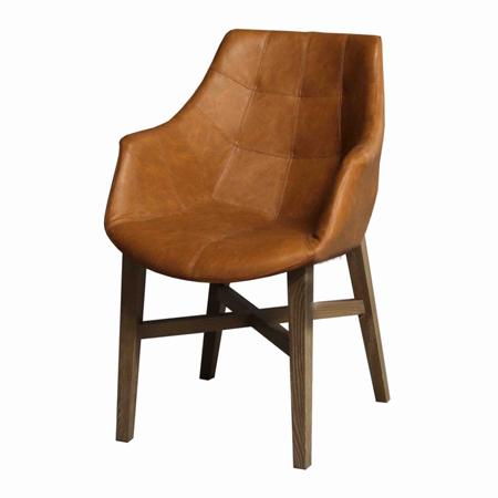 Dessa stoelen in teak, stof en leder
