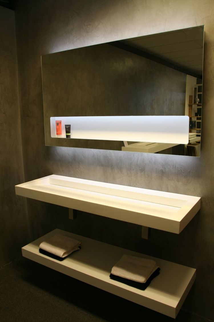LED spiegel met planchet