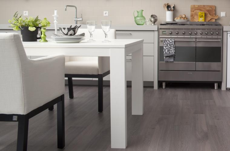 Vloer met voelbare houtstructuur