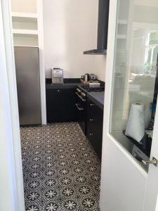 Moderne keuken met klassieke tegelvloer | Floorz