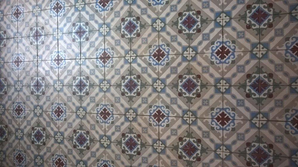 FLOORZ- oude tegelvloer