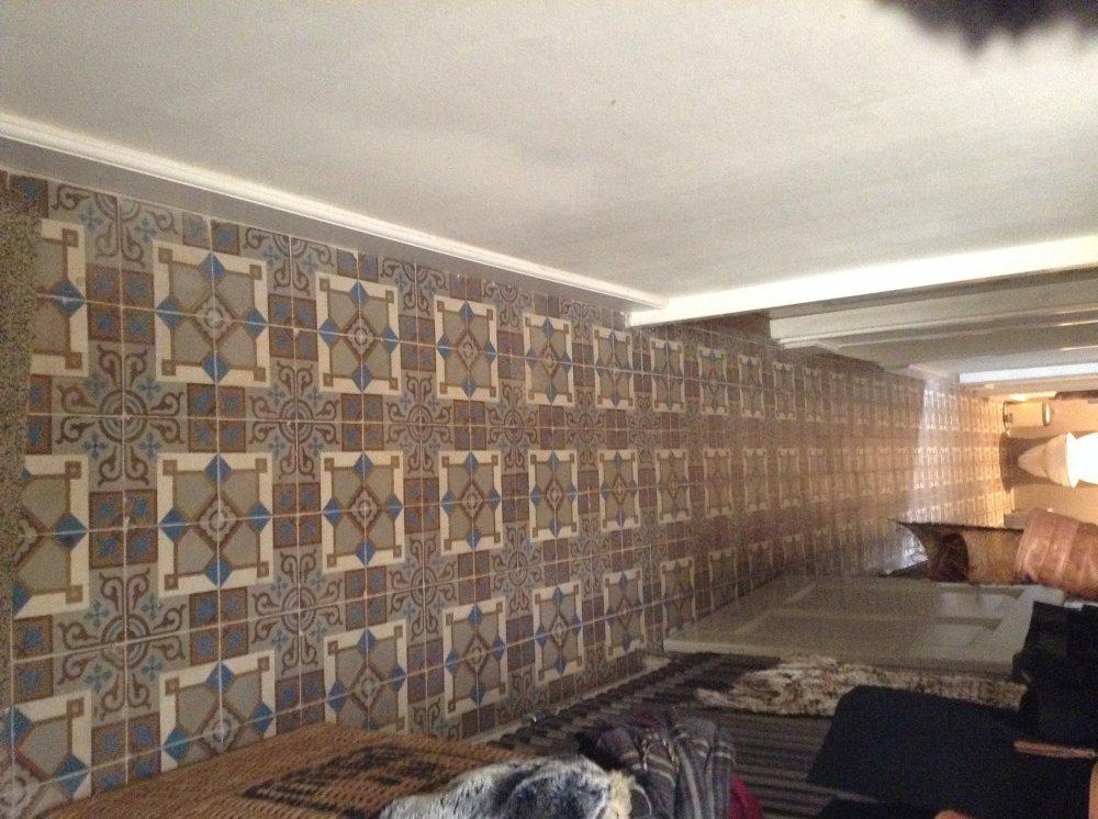 FLOORZ-Oude vloertegels hal