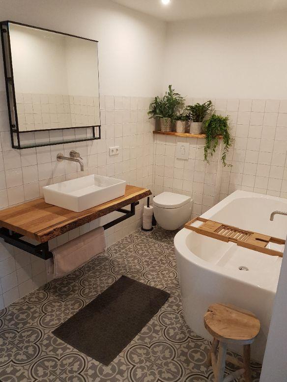 FLOORZ- Portugese tegels badkamer FLOWERZ ZERO 02