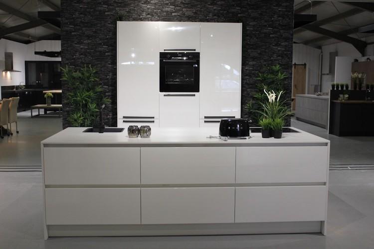 Moderne houten keuken hoogglans wit