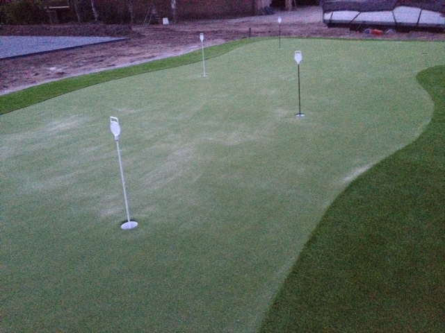 Golf putting green van kunstgras in de tuin