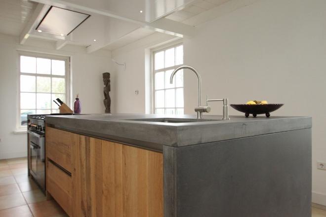 JP Walker betonnen keukeneiland met ruw eiken