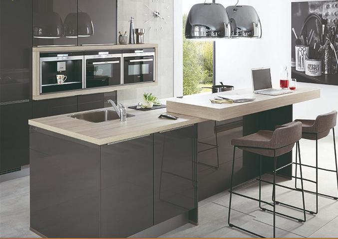 Keuken met ingebouwde achterwand product in beeld for Zelf keuken samenstellen