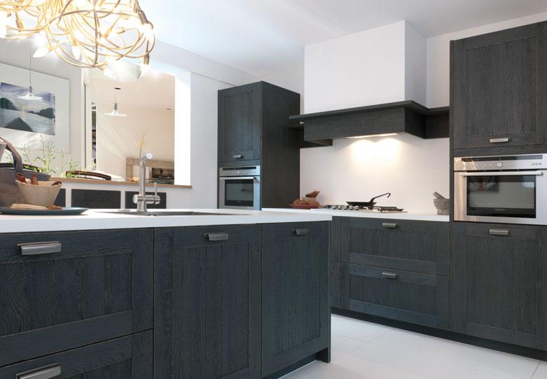 Keuken keuken zwart hout inspirerende foto 39 s en idee n van het interieur en woondecoratie - Zwarte houten keuken ...