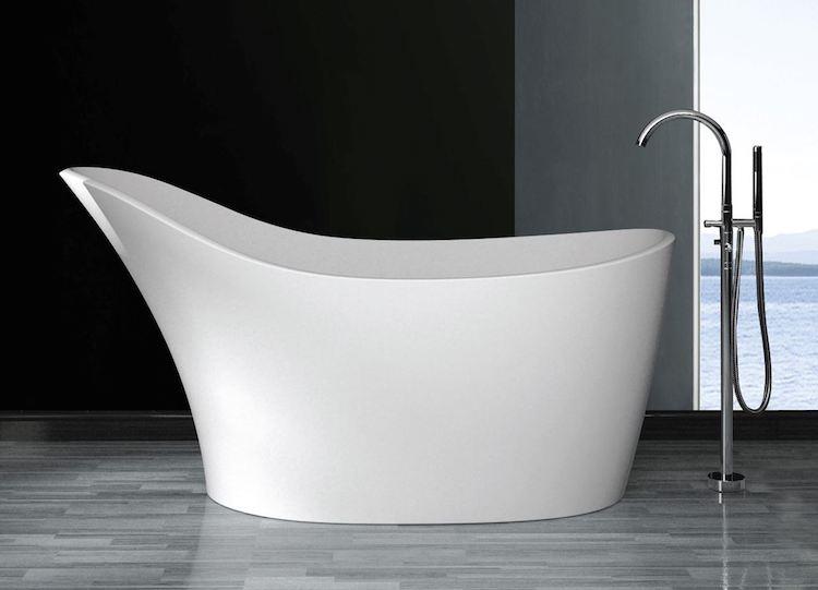 Vrijstaand bad met hoge rugzijde