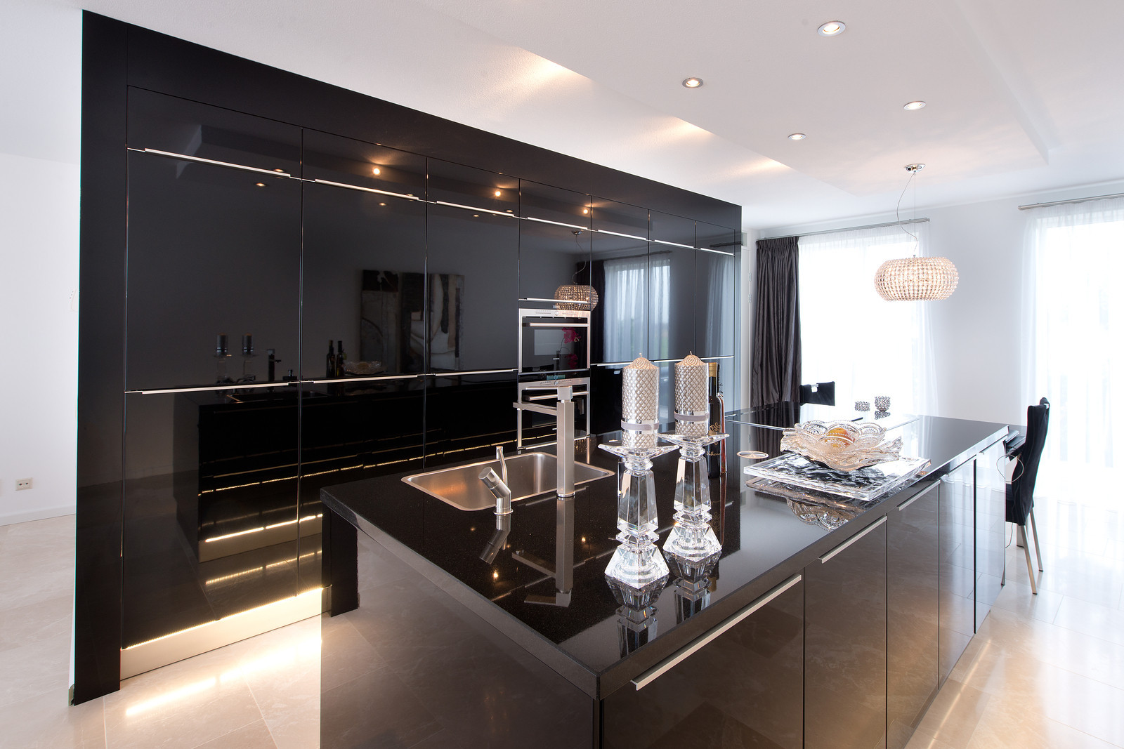 Luxe zwarte keukens bij tieleman keukens product in beeld startpagina voor keuken idee n - Landkeuken chique ...