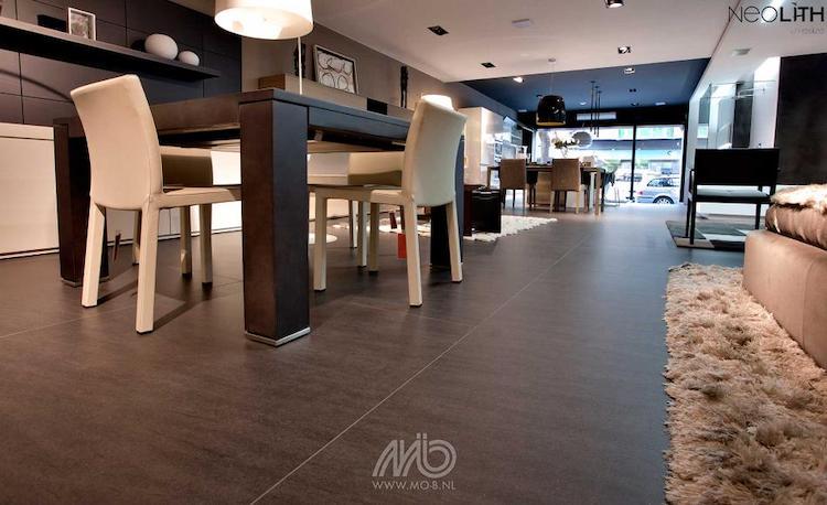 Zwarte keramische vloertegels XXL | Michel Oprey & Beisterveld