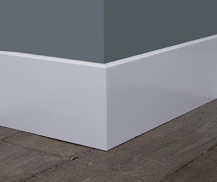 Strakke moderne plint | Mooieplinten.nl