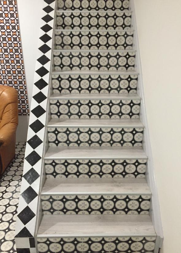 Portugese cementtegels op de trap | Mozaïekjes