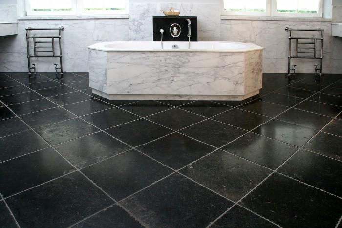 Nieuwenhuizen natuursteen in de badkamer