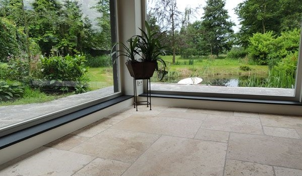 Nieuwenhuizen natuursteen - Travertin vloer