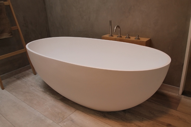 Vrijstaande baden Luca Vasca solid surface - Product in beeld ...