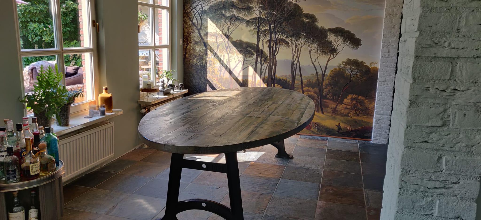 Oud gebinte tafel met 1921 poot | Woodindustries