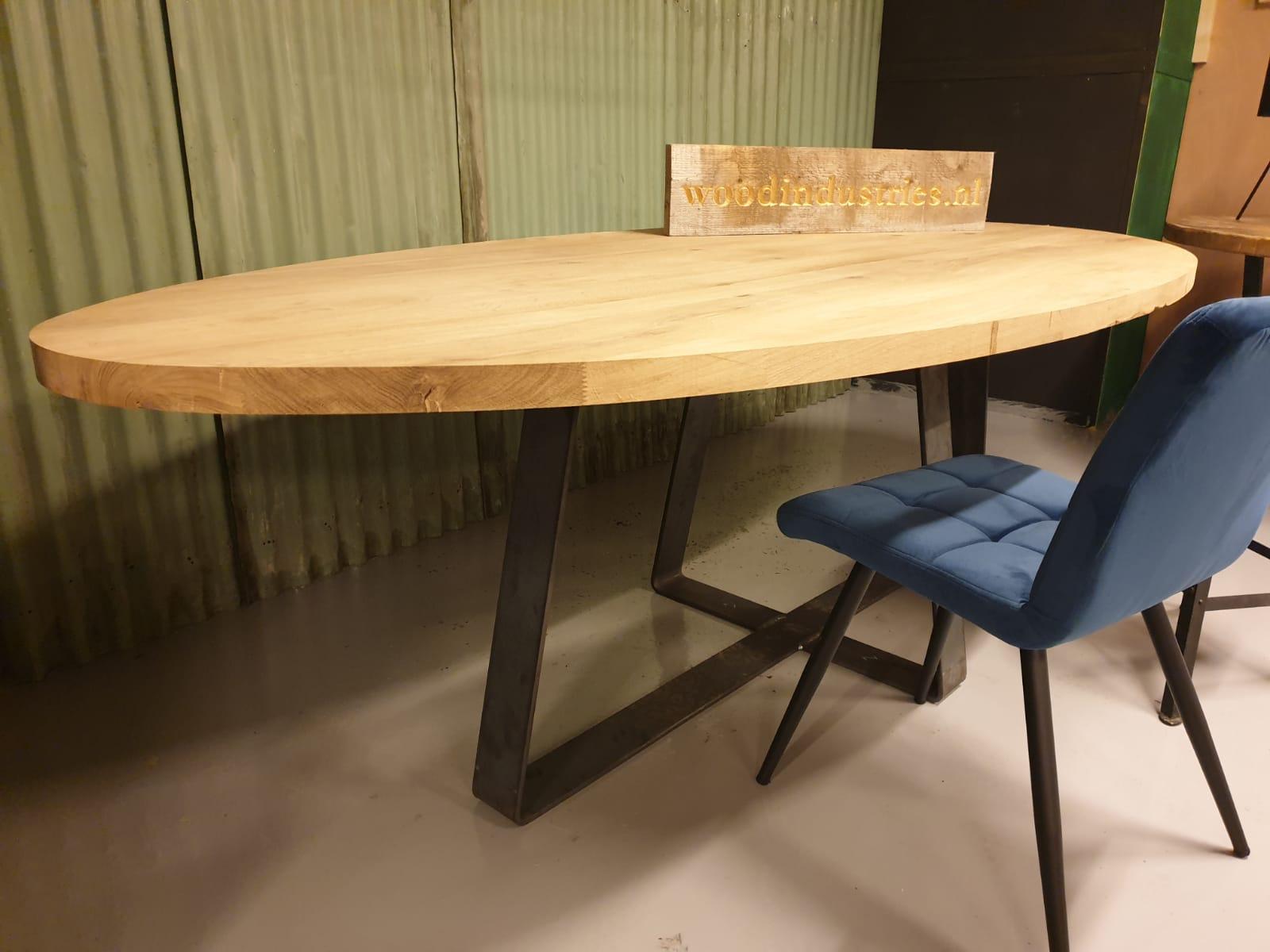 ovale eiken tafel