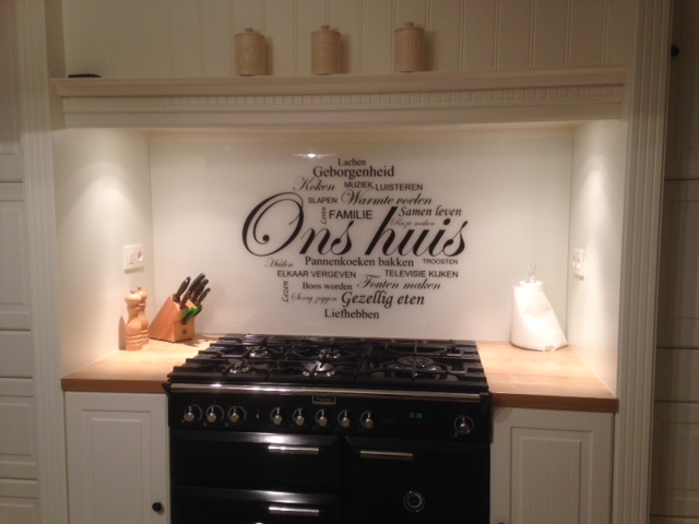 Spatscherm Glas Keuken : Persoonlijke keuken achterwand product in beeld startpagina