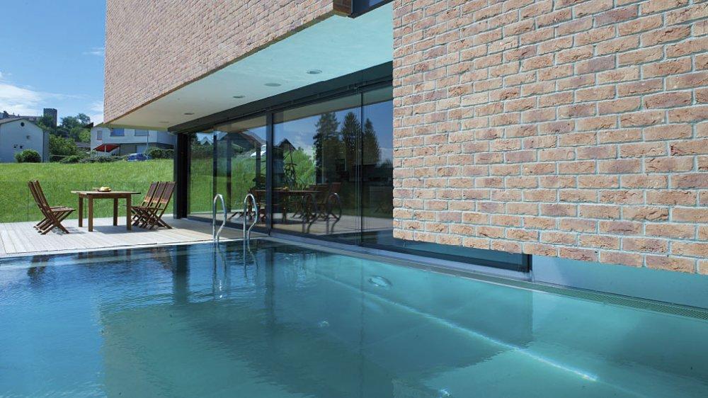 Polytherm zwembaden van edelstaal met overloopsysteem