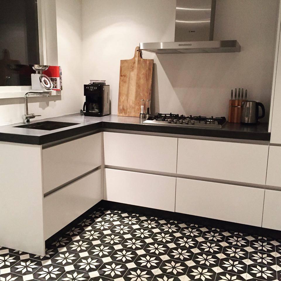 Vloertegels Keuken Zwart Wit : Portugese Tegels SIRIUS BLACK REVERSE – Product in beeld – Startpagina