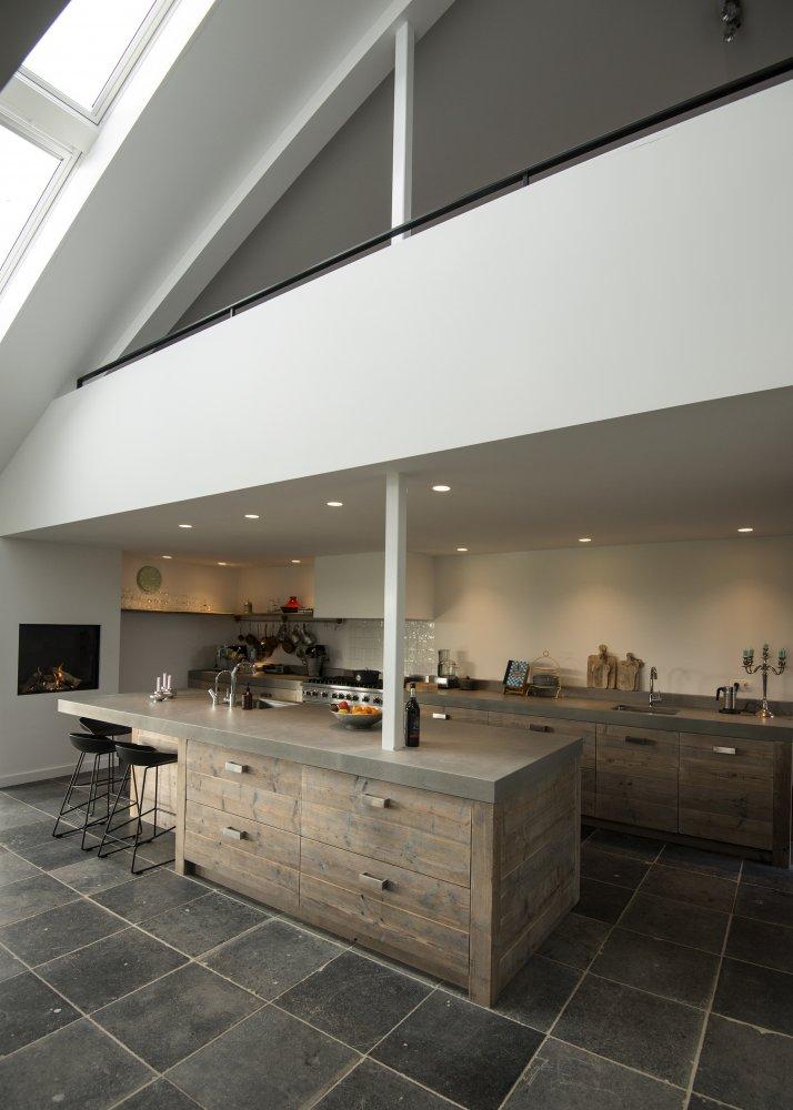 Restylexl moderne luxe steigerhouten keuken met betonnen werkblad product in beeld - Deco keuken oud land ...