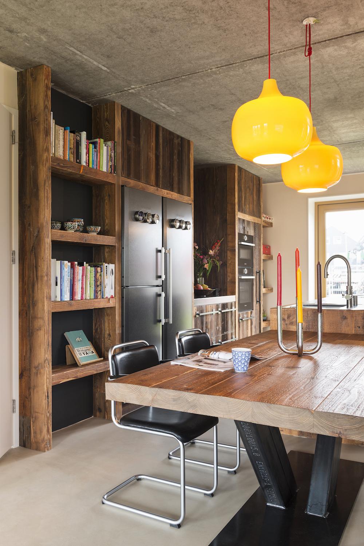 RestyleXL industriële keuken met bruin barnwood en stalen fronten