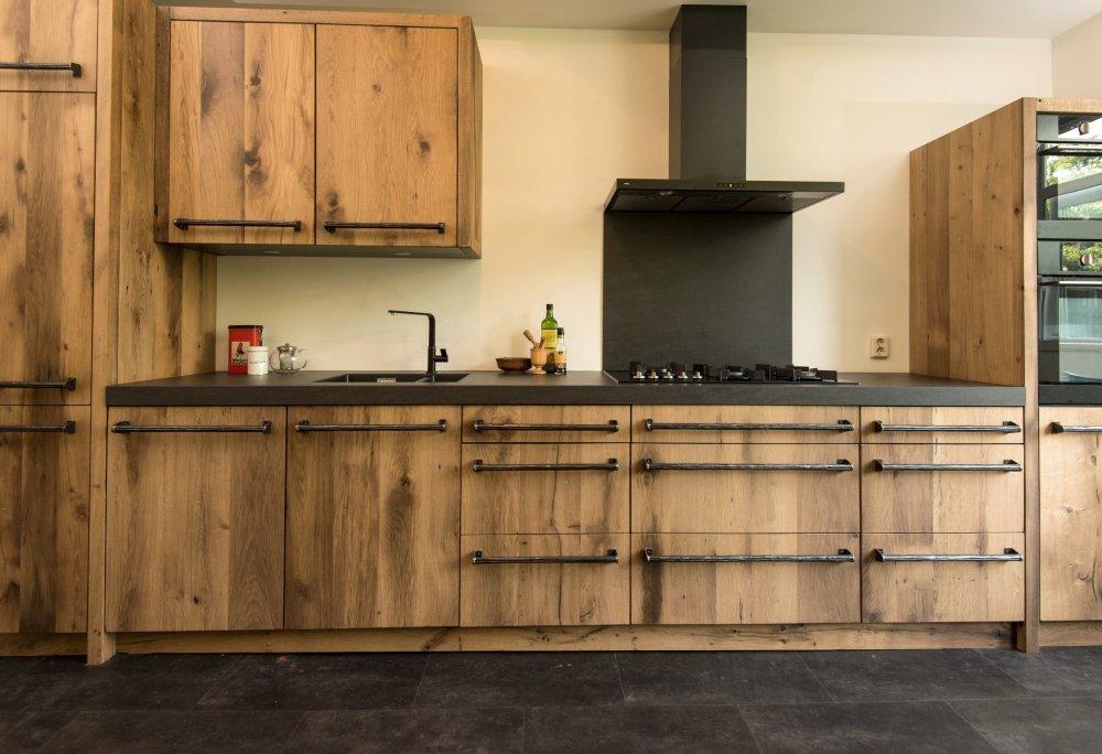 Restylexl keuken van geschaafd oud eiken product in beeld