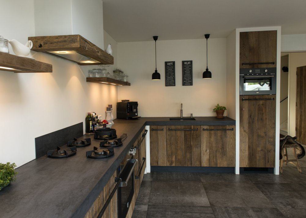 Restylexl oud eiken keuken in modern landelijke stijl product in beeld startpagina voor - Deco keuken oud land ...