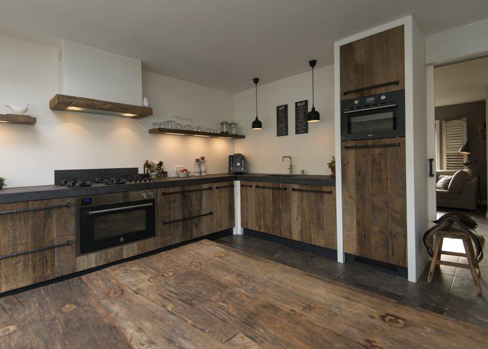 Restylexl oud eiken keuken in modern landelijke stijl product in beeld startpagina voor - Oude stijl keuken wastafel ...