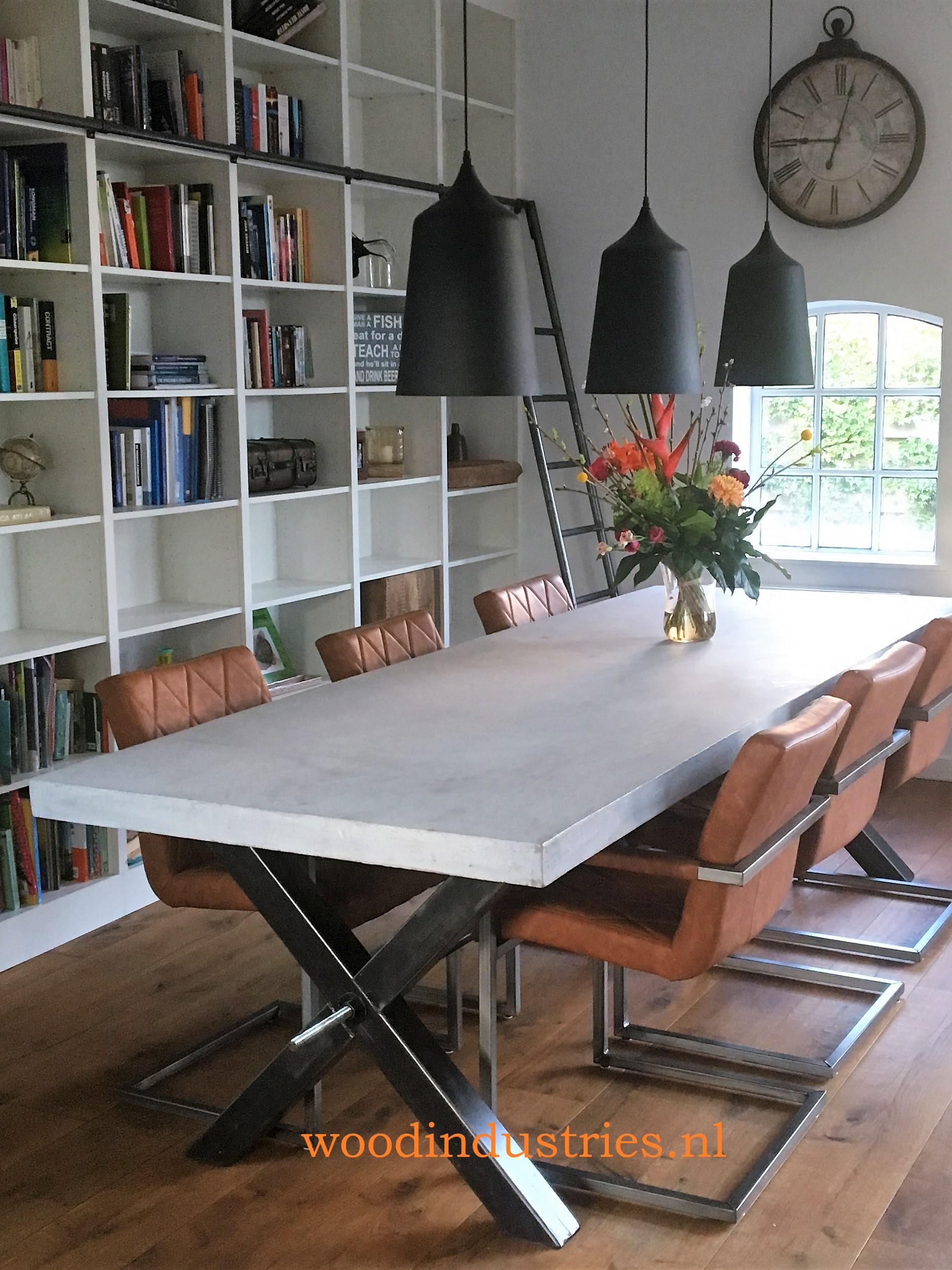 Robuuste betonnen tafel op maat | Woodindustries