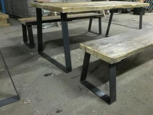 Robuuste Industriele Eettafel.Robuuste Industriele Eettafel Set Uw Woonmagazine Nl