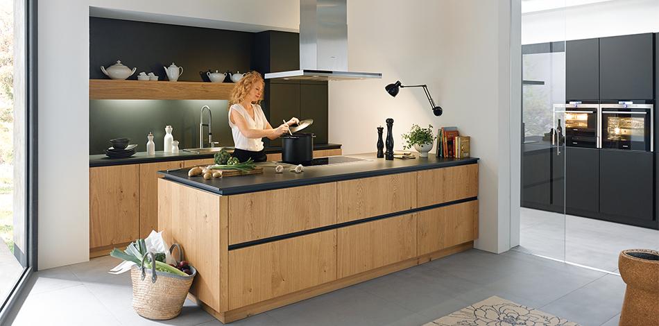 Houtkleurige keukens | Schüller