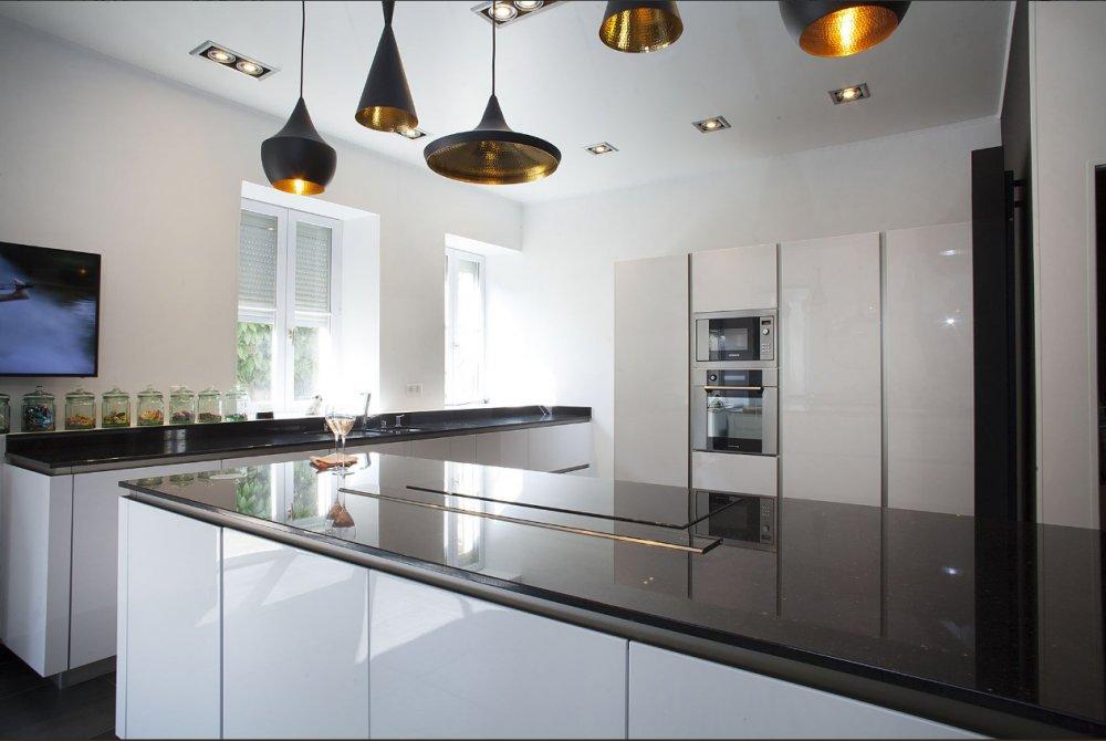 Greeploze Witte Keuken : Greeploze witte keller keuken keukenstudio maassluis