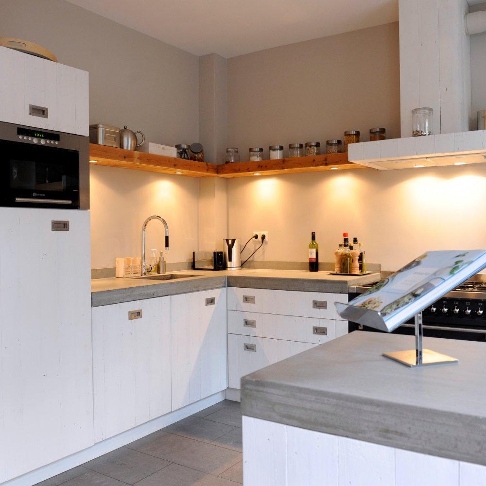 Strakke houten keuken RestyleXL - Product in beeld - Startpagina ...