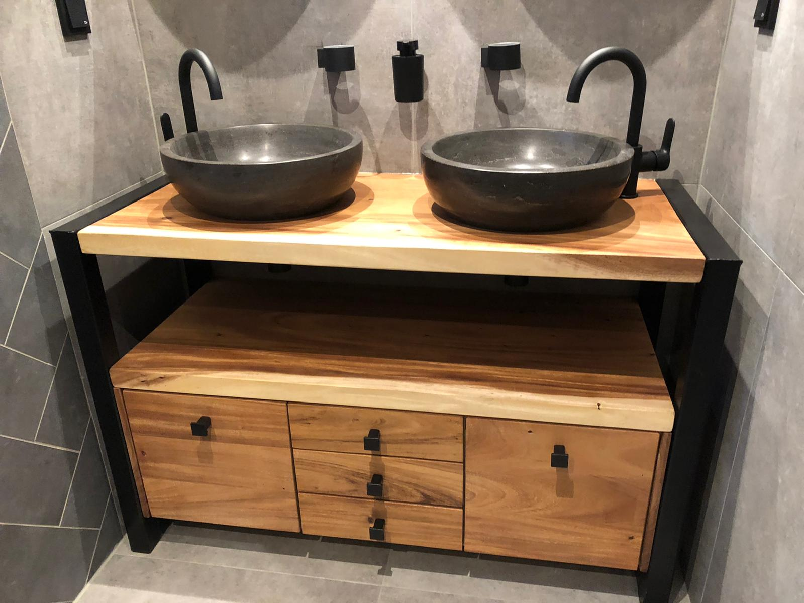 Suar badkamer meubel op maat | Woodindustries