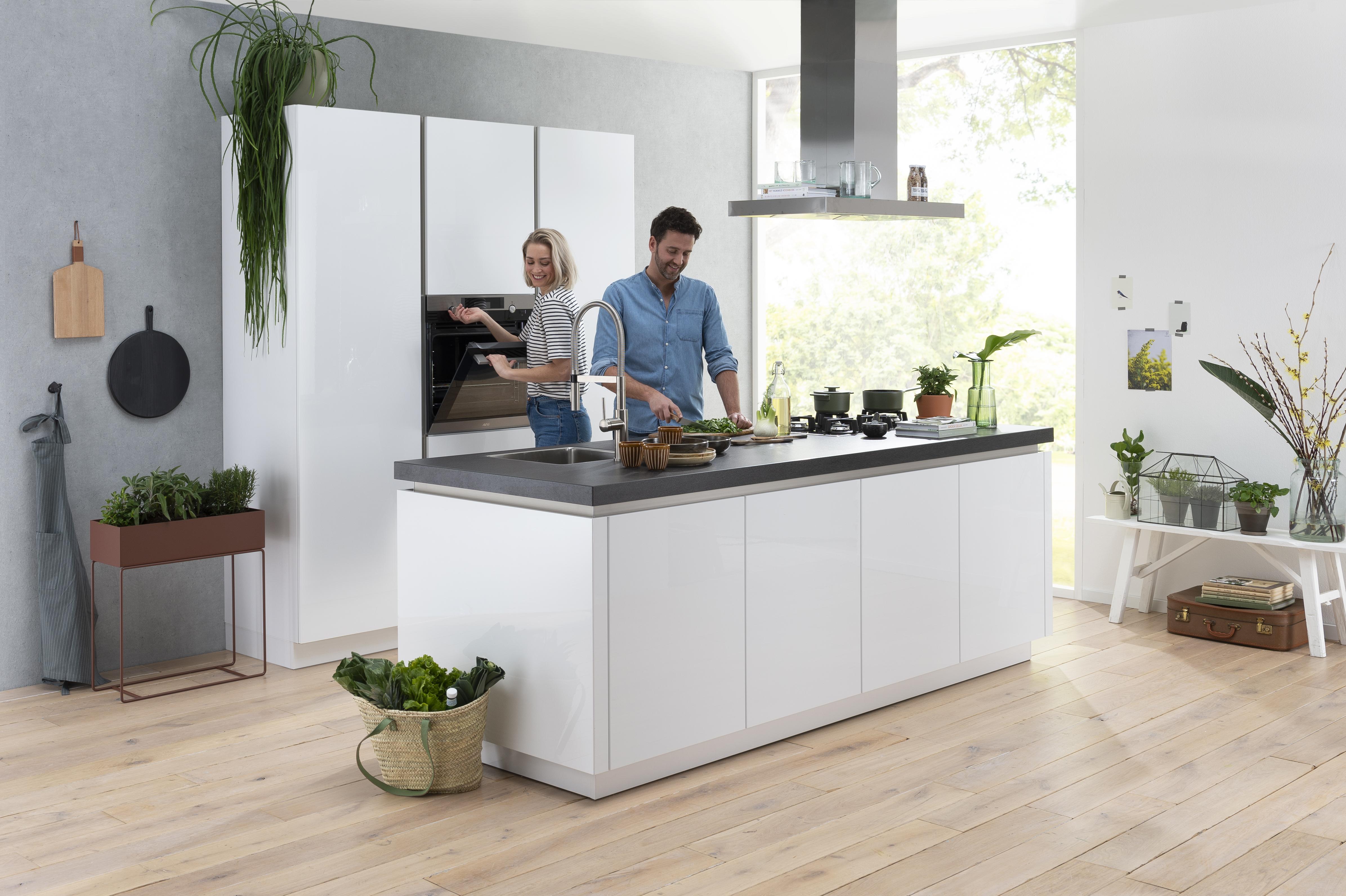 Sorrento Plus hoogglans keuken met kookeiland