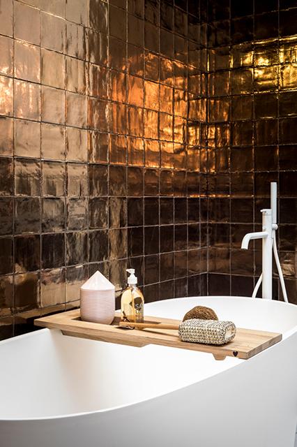Villa Dark Gold I vtwonen tegels by Douglas & Jones
