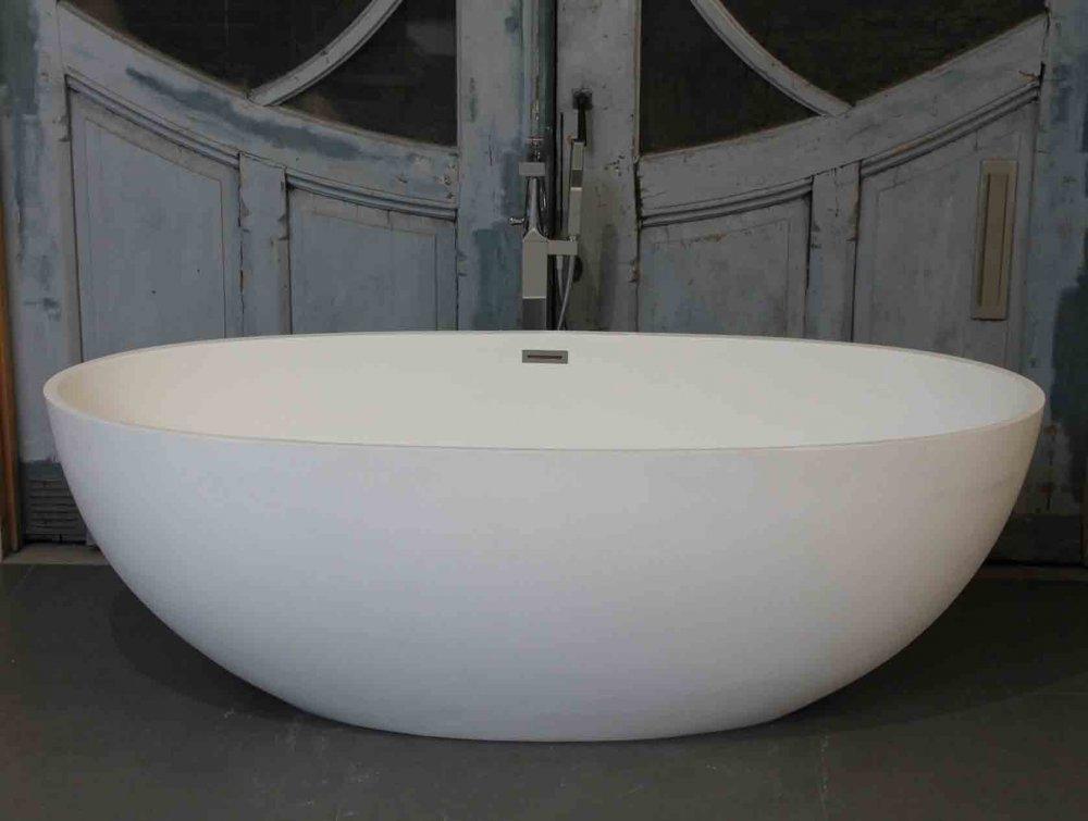Badkamer villeroy en boch badkamers : Vrijstaande baden Luca Vasca solid surface - Product in beeld ...