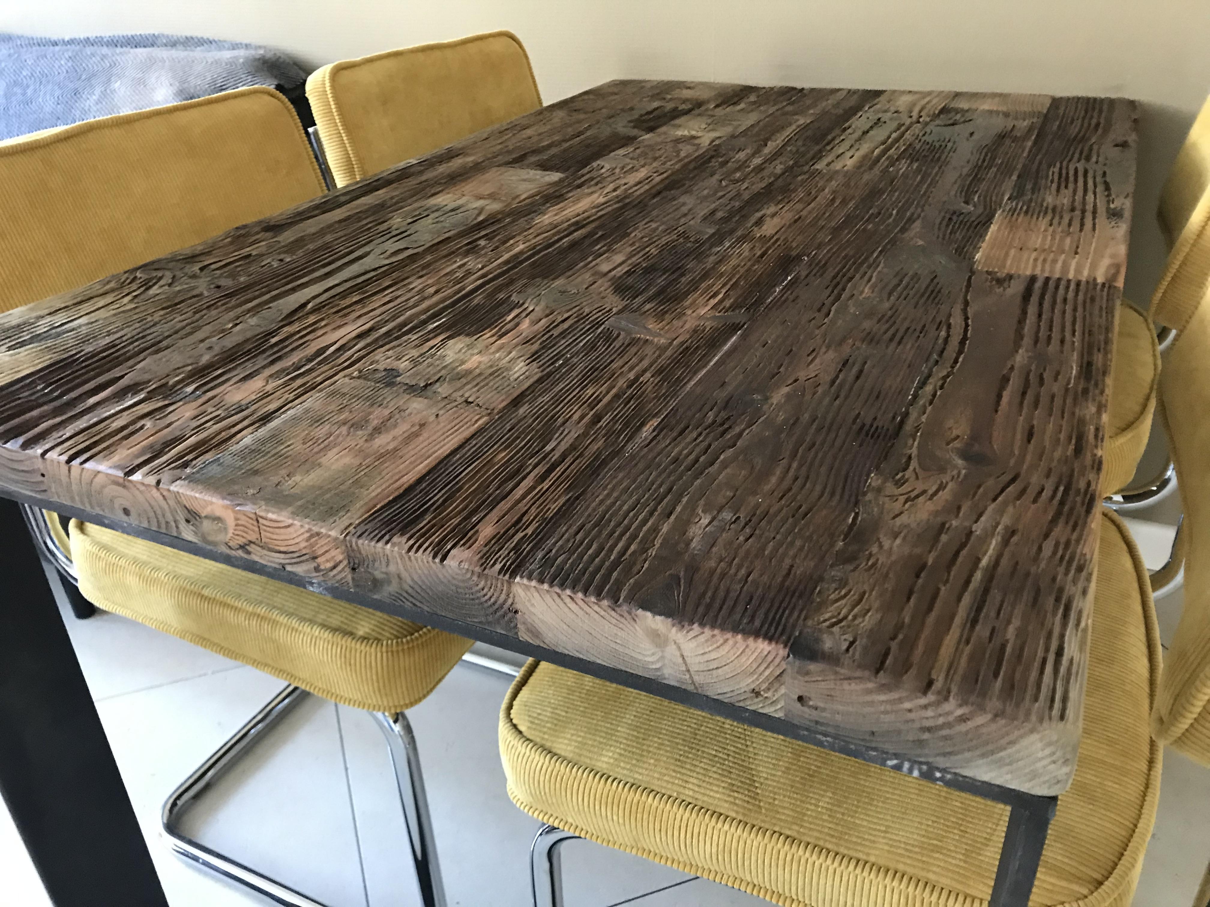 Wrakhouten tafel