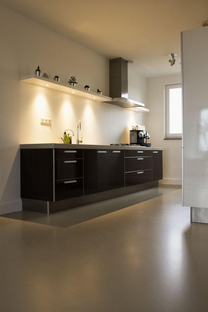 https://www.uw-woonmagazine.nl/uploads/productinbeeld/big/zandkleurige-pu-mix-gietvloer-voor-een-warm-interieur-619676.jpg