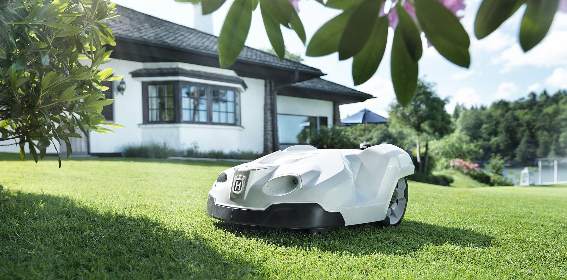 Top 5 domotica gadgets voor in de tuin. Met stip op 1: de Robotmaaier #robotmaaier