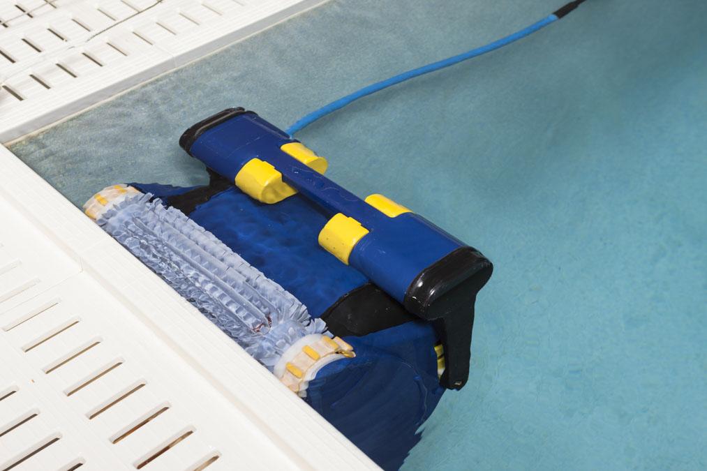 Maak je zwembad schoon met een zwembadrobot #zwembad #zwembadrobot