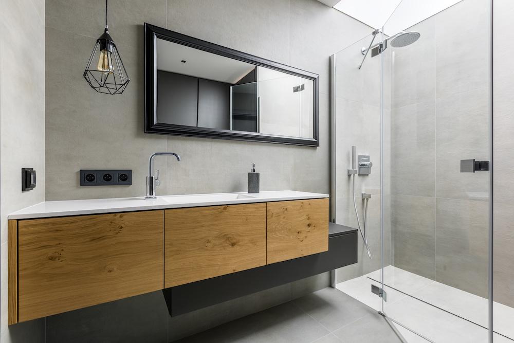 Veilig schakelen in de badkamer #verlichting #badkamer