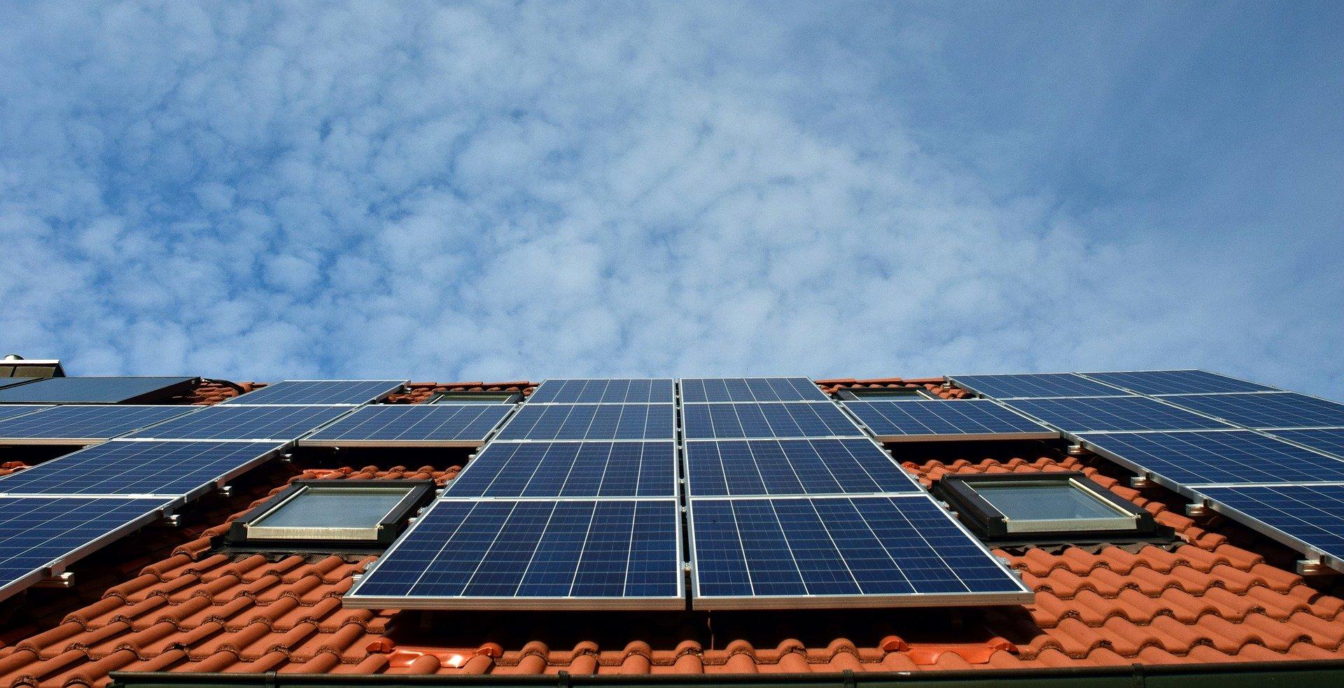 Zonnepanelen op je huis? Zo werkt het en dit levert het op #zonnepanelen #groeneenergie