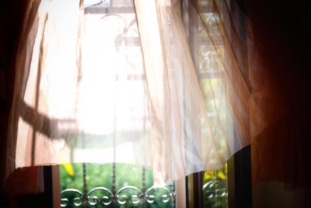 Gordijnen onderhouden, hoe doe je dat? Tips voor het onderhouden van gordijnen #gordijnen #interieur #schoonmaken
