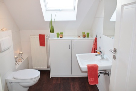 Oude badkamer: slopen of opkalefateren? Tips voor de badkamer #badkamer #verbouwen #inspiratie #tips