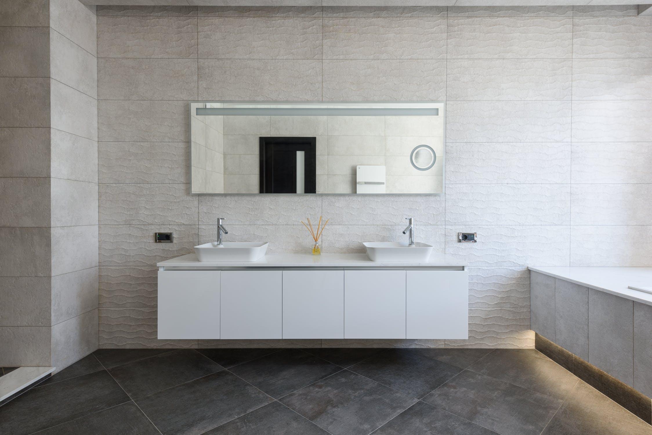Badkamer: let op het voegwerk #voegen #tegels #voegwerk  #badkamer