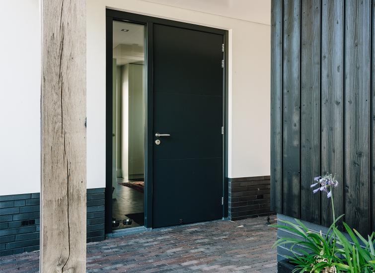 Je buitendeur is bepalend voor de uitstraling van je woning #buitendeur #wonen #woning #huis #huisdeur #topdeuren #buitendeuren